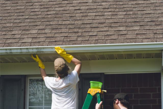 Gutter cleaning in Hillsboro